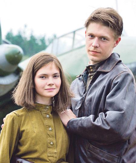 Война разлучит летчика Гривцова (Никита Ефремов) и радистку Катю