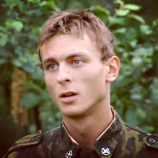 Актёр из сериала солдаты кот