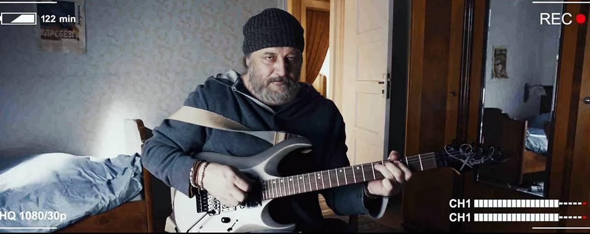 Прожжённый рокер Максим Суханов помогает Семёну Трескунову завоевать девушку музыкой