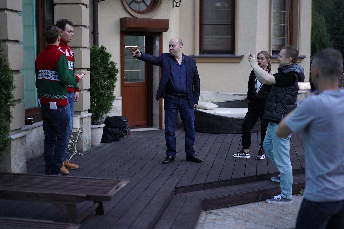 Сергей Бурунов, Рина Гришина и Роман Попов ловят грабителей ювелирного магазина
