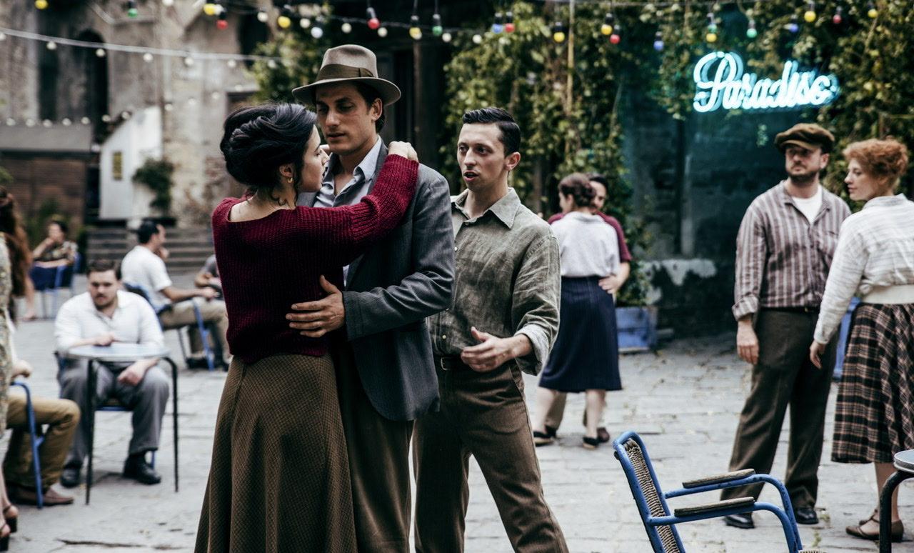 «Звёзды, дети, тарелка макарон»: Лука Маринелли рассуждает о красоте в эксклюзивном отрывке фильма «Мартин Иден»