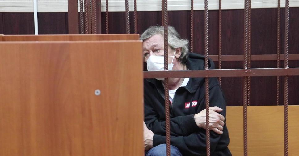 """""""Опустил глаза"""": Михаил Ефремов отказался извиняться перед родственниками погибших"""